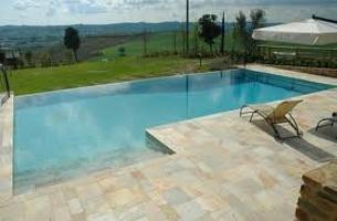 Tipi di bordo piscine interrrate bordo a cascata infinity - Costi piscina interrata ...