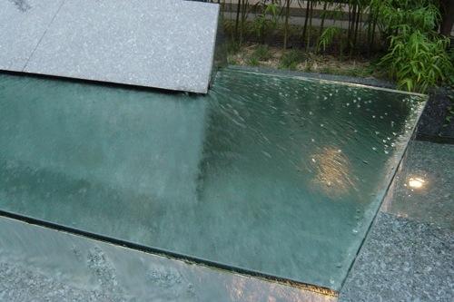 Acqua spa photogallery fontane - Piscina in vetro ...