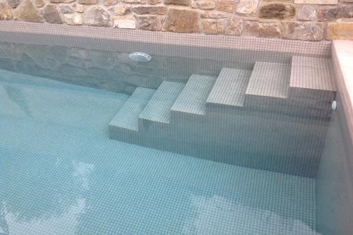 Acqua spa photogallery scale per piscine scale in - Piscina in muratura ...
