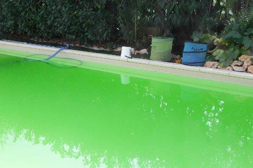 Fondo piscina ingiallito